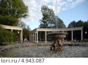 Купить «Калининград. Сквер с фонтаном», эксклюзивное фото № 4943087, снято 11 августа 2013 г. (c) Svet / Фотобанк Лори