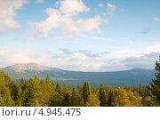Купить «Вид на хребет Нургуш», фото № 4945475, снято 3 августа 2013 г. (c) Дмитрий Шульгин / Фотобанк Лори