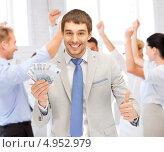 Купить «Счастливый бизнесмен с деньгами в офисе», фото № 4952979, снято 8 апреля 2012 г. (c) Syda Productions / Фотобанк Лори