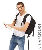 Купить «Молодой мужчина с рюкзаком, путеводителем и в джинсах», фото № 4953651, снято 8 апреля 2012 г. (c) Syda Productions / Фотобанк Лори
