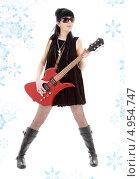 Купить «Неформальная юная девушка с электро гитарой», фото № 4954747, снято 12 апреля 2008 г. (c) Syda Productions / Фотобанк Лори