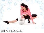 Купить «Фитнес инструктор тренируется на белом фоне со снежинками», фото № 4954939, снято 5 апреля 2008 г. (c) Syda Productions / Фотобанк Лори