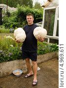 Портрет юноши с грибами Головачами. Стоковое фото, фотограф Олег Брагин / Фотобанк Лори