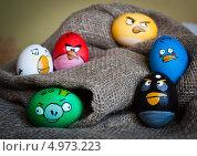 Пасхальные яйца окрашены как Angry Birds (2012 год). Редакционное фото, фотограф Надежда Бобкова / Фотобанк Лори