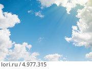 Купить «Голубое небо в обрамлении белых облаков», фото № 4977315, снято 23 июля 2013 г. (c) Евгений Атаманенко / Фотобанк Лори