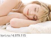 Купить «Юная девушка спит на кровати», фото № 4979115, снято 3 января 2009 г. (c) Syda Productions / Фотобанк Лори