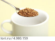 Купить «Ложка с растворимым кофе и чашка», эксклюзивное фото № 4980159, снято 22 августа 2013 г. (c) Яна Королёва / Фотобанк Лори