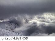 Купить «Горнолыжные склоны и снежные скалы в плохую погоду», фото № 4981059, снято 26 февраля 2013 г. (c) Анна Полторацкая / Фотобанк Лори