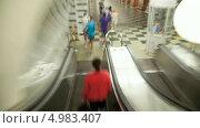 Купить «Эскалатор в мтеро, таймлапс», видеоролик № 4983407, снято 21 августа 2013 г. (c) Кирилл Трифонов / Фотобанк Лори