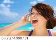 Купить «Счастливая женщина разговаривает по телефону и смеется на фоне моря», фото № 4990131, снято 26 января 2009 г. (c) Syda Productions / Фотобанк Лори