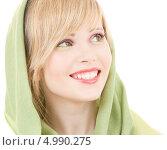 Купить «Жизнерадостная юная девушка с зеленой шалью на голове», фото № 4990275, снято 7 марта 2009 г. (c) Syda Productions / Фотобанк Лори
