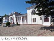 Купить «Железнодорожный вокзал города Туапсе», фото № 4995599, снято 11 июля 2013 г. (c) Николай Мухорин / Фотобанк Лори