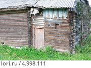 Купить «Старый деревянный дом. Фрагмент.», фото № 4998111, снято 24 августа 2013 г. (c) Ласточкин Евгений / Фотобанк Лори