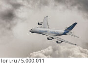 Показательный полет AIRBUS A380 на МАКС 2013. Редакционное фото, фотограф Krasnoperov Rostislav / Фотобанк Лори