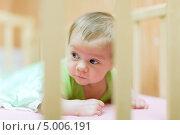 Купить «Месячный ребенок в кроватке», фото № 5006191, снято 6 декабря 2012 г. (c) Яков Филимонов / Фотобанк Лори