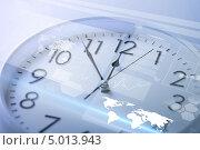 Купить «Настенные часы с виртуальным экраном», фото № 5013943, снято 25 мая 2013 г. (c) Syda Productions / Фотобанк Лори