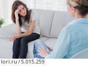 Купить «молодая длинноволосая девушка думает на приеме у психолога», фото № 5015259, снято 2 апреля 2013 г. (c) Wavebreak Media / Фотобанк Лори