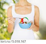 Купить «Стройная девушка с сантиметром в миске», фото № 5018167, снято 15 мая 2013 г. (c) Syda Productions / Фотобанк Лори