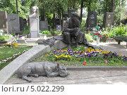 Купить «Новодевичье кладбище в Москве. Юрий Никулин», фото № 5022299, снято 9 июня 2012 г. (c) Корчагина Полина / Фотобанк Лори
