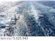 Морская волна, дорожка из волн вслед за плывущим кораблём. Стоковое фото, фотограф Наталия Пылаева / Фотобанк Лори
