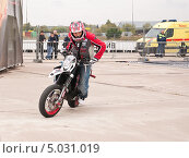 Купить «Участник шоу Adrenaline FMX RUSH на МАКS-2013», эксклюзивное фото № 5031019, снято 31 августа 2013 г. (c) Алёшина Оксана / Фотобанк Лори