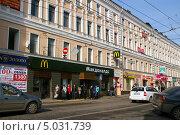 Купить «Макдоналдс на улице Маросейка (дом 9/2), Москва», эксклюзивное фото № 5031739, снято 14 апреля 2013 г. (c) Щеголева Ольга / Фотобанк Лори