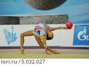 Маргарита Мамун с мячом (2013 год). Редакционное фото, фотограф Анатолий Дьяков / Фотобанк Лори