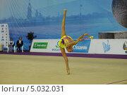 Гимнастка с булавами (2013 год). Редакционное фото, фотограф Анатолий Дьяков / Фотобанк Лори