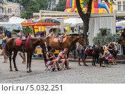 Купить «Лошади в центре Одессы», эксклюзивное фото № 5032251, снято 17 августа 2013 г. (c) Михаил Широков / Фотобанк Лори