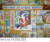 Купить «Новый год: рисунки Дедушке Морозу», фото № 5032351, снято 16 января 2019 г. (c) Александра Лукашина / Фотобанк Лори