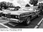 Купить «Автомобиль Ford Galaxie XL convertible. Черно-белый. Стилизация. Крупное зерно», фото № 5032919, снято 11 мая 2013 г. (c) Sergey Kohl / Фотобанк Лори