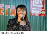 Купить «Певица Света», эксклюзивное фото № 5035315, снято 7 сентября 2013 г. (c) Вероника / Фотобанк Лори