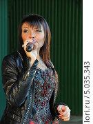 Купить «Певица Света», эксклюзивное фото № 5035343, снято 7 сентября 2013 г. (c) Вероника / Фотобанк Лори