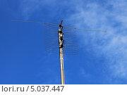 Купить «Телевизионная антенна на фоне неба», фото № 5037447, снято 14 августа 2013 г. (c) Иван Тимофеев / Фотобанк Лори