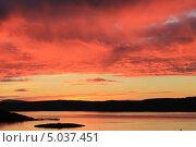 Купить «Небо в огне. Закат на Кольском заливе», фото № 5037451, снято 8 сентября 2013 г. (c) Иван Тимофеев / Фотобанк Лори