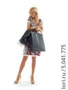 Купить «Счастливая покупательница с пакетами», фото № 5041775, снято 15 августа 2006 г. (c) Syda Productions / Фотобанк Лори