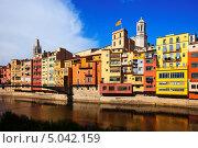 Купить «Живописные дома на берегу реки, Жирона, Каталония», фото № 5042159, снято 1 июля 2013 г. (c) Яков Филимонов / Фотобанк Лори