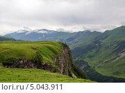 Купить «Горный пейзаж с низкими облаками. Кавказ. Грузия», фото № 5043911, снято 2 июля 2013 г. (c) Евгений Ткачёв / Фотобанк Лори