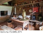Купить «Фрагмент интерьера старинного русского дома», фото № 5045371, снято 10 августа 2013 г. (c) FotograFF / Фотобанк Лори