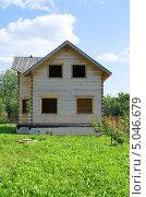 Купить «Строящийся деревянный дом из бруса», эксклюзивное фото № 5046679, снято 20 августа 2013 г. (c) Елена Коромыслова / Фотобанк Лори