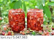 Купить «Варенье из земляники», фото № 5047983, снято 19 июня 2013 г. (c) Володина Ольга / Фотобанк Лори