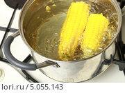 Купить «Вареная кукуруза в кастрюле», эксклюзивное фото № 5055143, снято 1 сентября 2013 г. (c) Яна Королёва / Фотобанк Лори