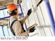 Купить «Штукатур на фасадных работах», фото № 5059007, снято 16 сентября 2013 г. (c) Дмитрий Калиновский / Фотобанк Лори