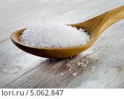 Купить «Соль в деревянной ложке на деревянном столе», фото № 5062847, снято 11 сентября 2013 г. (c) Tatjana Baibakova / Фотобанк Лори