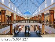 Интерьер современного торгового центра. Стоковое фото, фотограф Курганов Александр / Фотобанк Лори