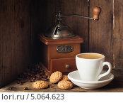 Купить «Чашка кофе с бисквитным печеньем», фото № 5064623, снято 19 сентября 2013 г. (c) Лисовская Наталья / Фотобанк Лори