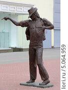 Купить «Город Екатеринбург. Памятник Майклу Джексону (Michael Jackson) на улице Вайнера», эксклюзивное фото № 5064959, снято 10 июля 2013 г. (c) Алексей Гусев / Фотобанк Лори