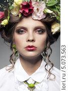 Купить «Портрет красивой молодой женщины с цветами в волосах», фото № 5073563, снято 28 августа 2013 г. (c) Максим Бондарчук / Фотобанк Лори