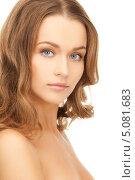 Купить «Красивая молодая женщина с длинными волнистыми волосами», фото № 5081683, снято 10 октября 2010 г. (c) Syda Productions / Фотобанк Лори