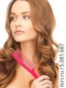 Купить «Девушка с роскошными волосами расчесывает кончики гребенкой», фото № 5081687, снято 10 октября 2010 г. (c) Syda Productions / Фотобанк Лори